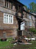 Дом сгорел, но жильцы хотят в нем жить