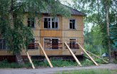 Майская Горка потеряла очередную «деревяшку»